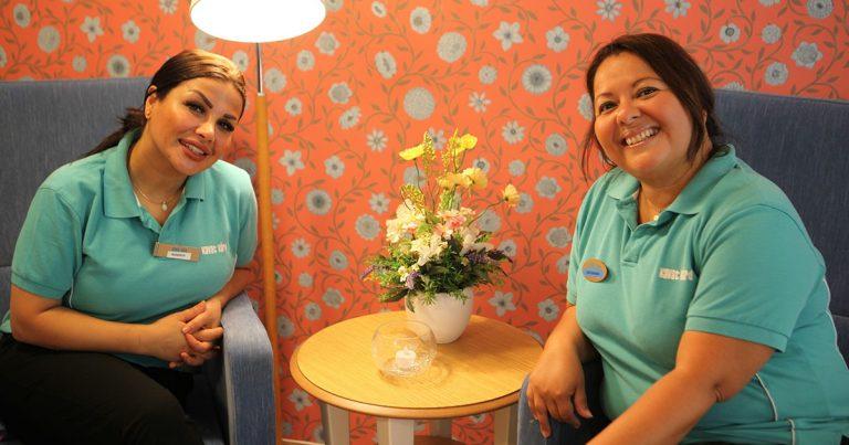 Medarbetare på Björksätra äldreboende i Sätra.