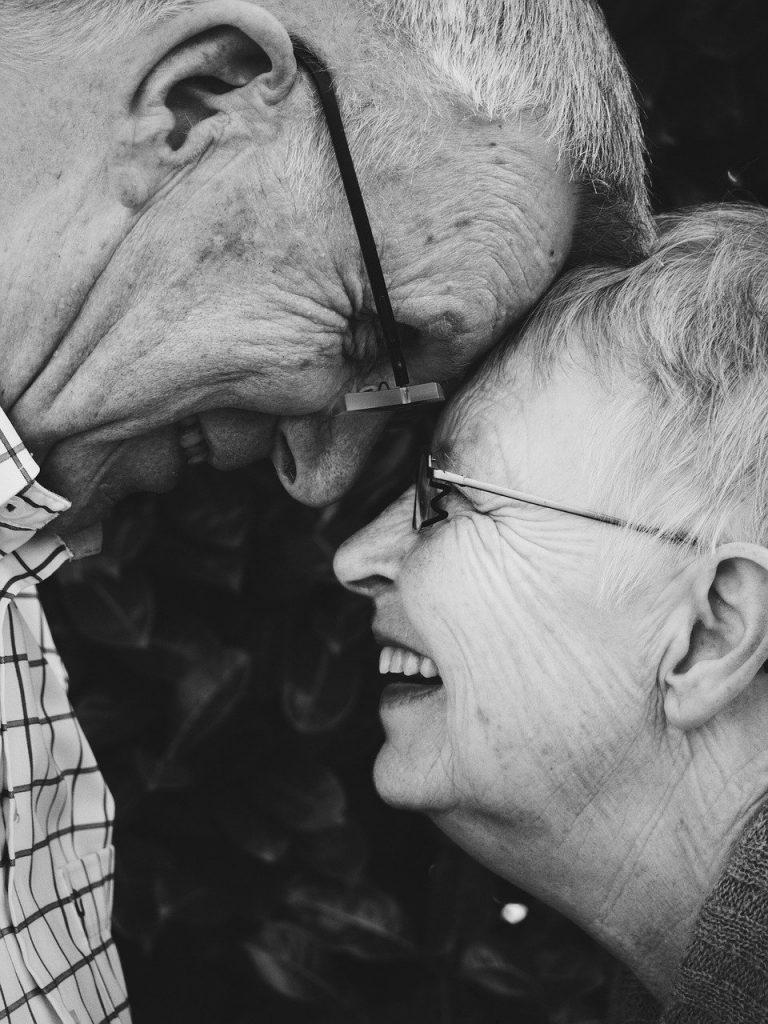 Äldre par, äldreomsorg, äldreboende. Eget val.
